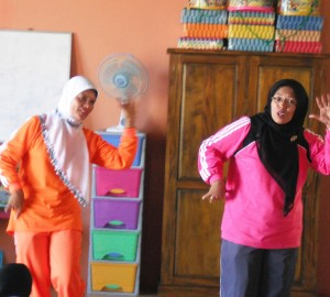 Indonesian teachers practice new songs